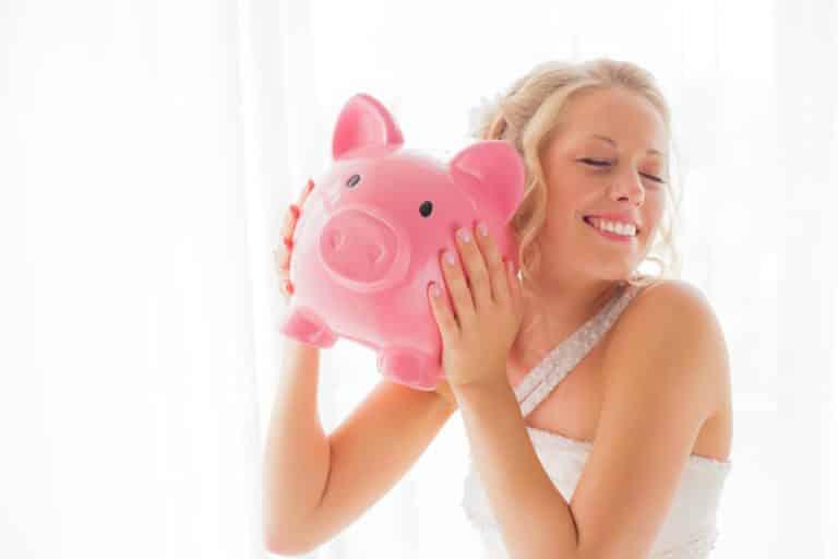 Sposa risparmio denaro